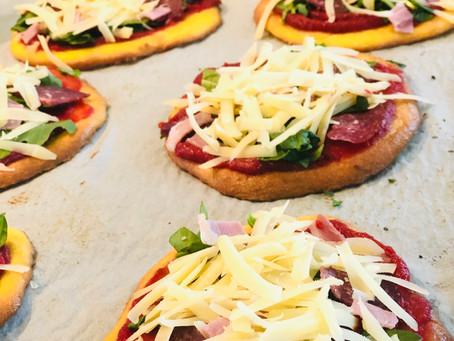 Glutenfri mini pizza til snacks, enkel middag eller turmat.