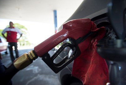 Petrobras reduz preço da gasolina em 2,84%; diesel segue em R$2,1016