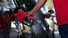Gasolina fica 7% mais cara e diesel sobe 9% após reajuste da Petrobras