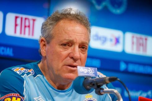 Abel Braga coloca o cargo à disposição, e Adilson Batista assumirá o Cruzeiro