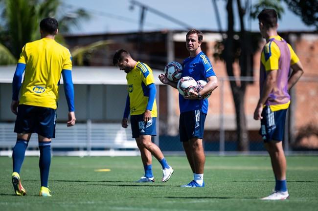 Cruzeiro: com retornos, suspensão e testes, time deve ter muitas alterações contra Tombense