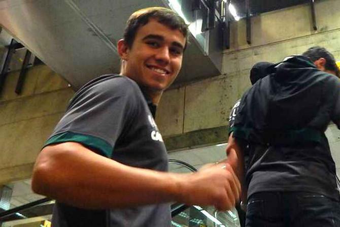 Escolhido para a vaga de Juninho, Zé Ricardo dá boa opção no meio-campo do América