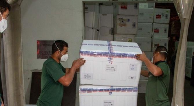 Vacina contra Covid-19: mais de 37 mil doses são distribuídas pelo Estado para municípios do Centro-