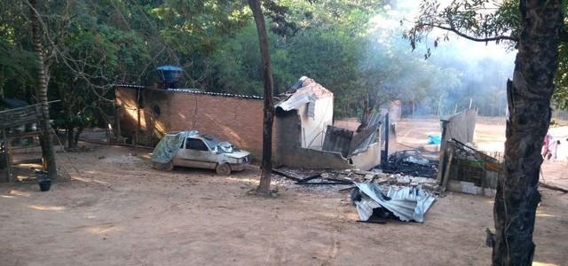Criminosos invadem clínica de reabilitação em Divinópolis, atiram nos internos e colocam fogo; três