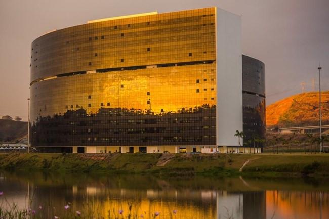Governo de Minas anuncia que 13º salário de servidores públicos vai ficar para o ano que vem