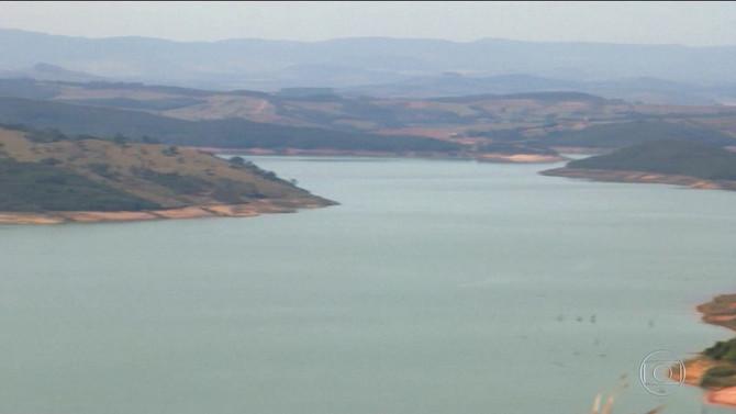 Usina de Furnas no Centro-Oeste de MG registra o menor nível no volume de água no mês de julho dos ú