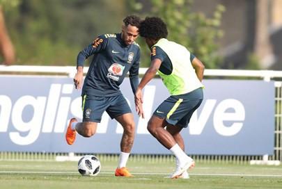Seleção Brasileira treina nesta terça-feira na Inglaterra, na preparação para a Copa do Mundo