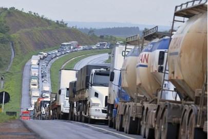Paralisação dos caminhoneiros nas estradas de MG entra no nono dia;