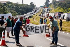 Paralisação dos caminhoneiros chega ao décimo dia com número menor de bloqueios em Minas