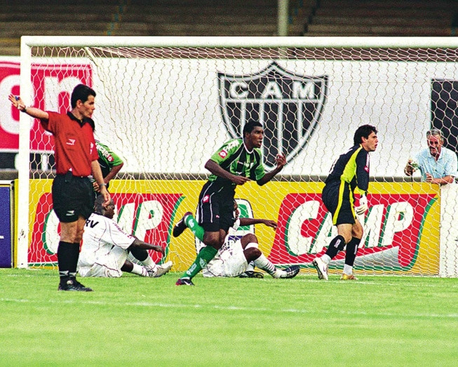Tabu de 15 anos sem vitória do Coelho sobre o Galo, no Mineirão, é ingrediente a mais na semifinal