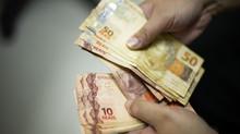 Governo federal decide antecipar abono salarial e 13º de aposentados do INSS