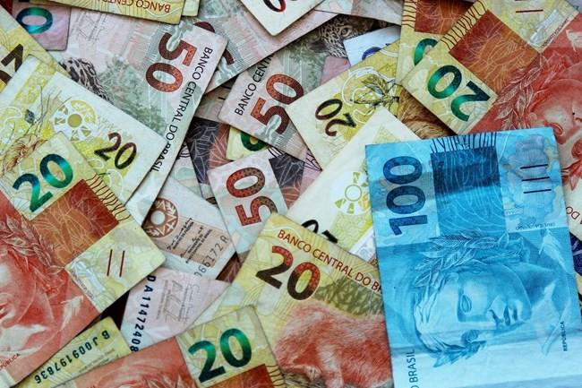 INSS: benefícios acima do salário mínimo têm reajuste de 5,45%; teto vai a R$ 6.433,57
