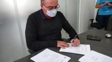 Prefeito assina contratos para pavimentação asfáltica em importantes vias da cidade