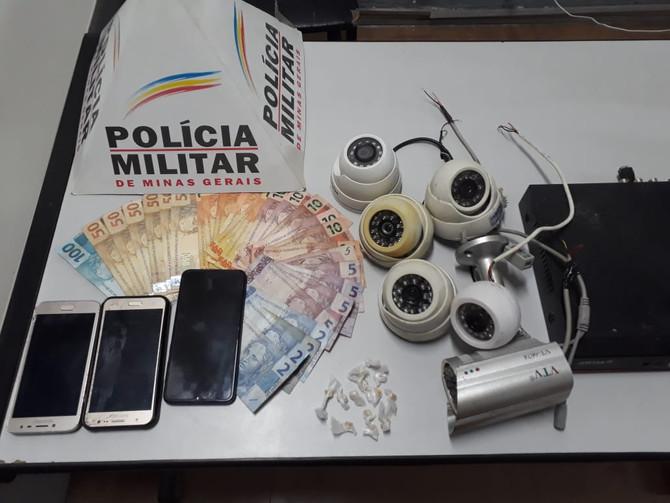 Autores de tráfico de drogas e receptação são presos pela Polícia Militar de Itaúna