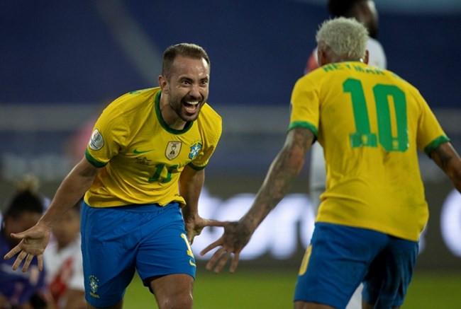 Brasil goleia Peru no Rio de Janeiro e assume liderança do Grupo B da Copa América