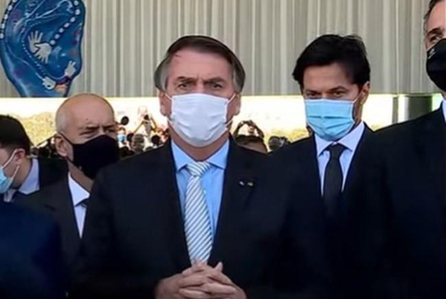 Bolsonaro anuncia criação de Comitê Nacional para coordenar ações de combate à pandemia
