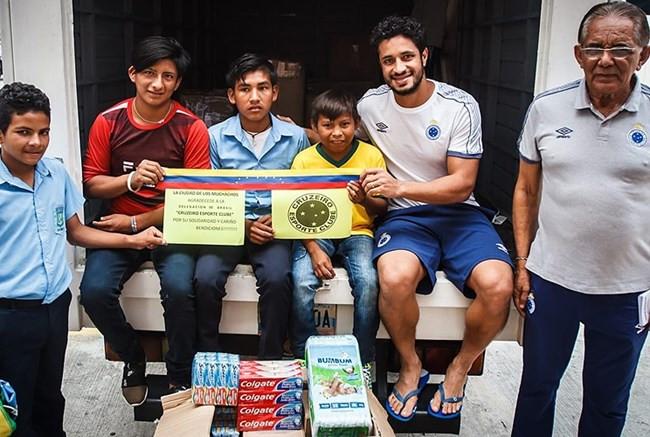 Cruzeiro doa produtos de higiene pessoal para entidade que atende crianças na Venezuela