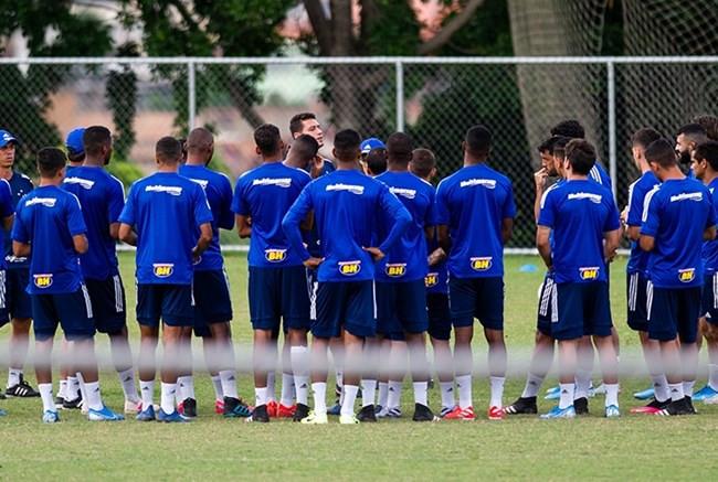 Adilson muda esquema tático, troca zagueiro e coloca Marcelo Moreno no ataque do Cruzeiro