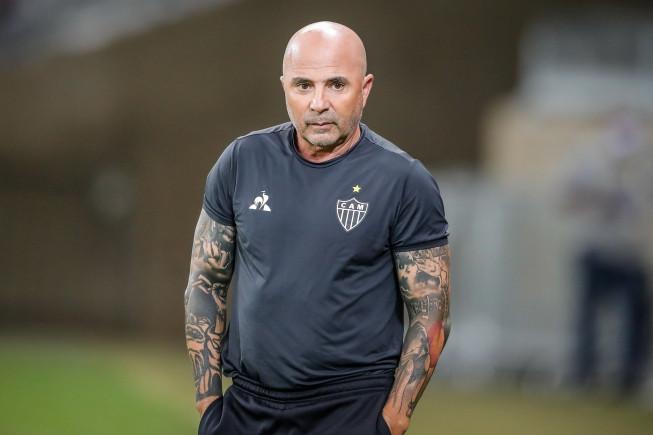 Atlético: Sampaoli poderá ter até cinco desfalques (por convocação) no jogo contra o Corinthians