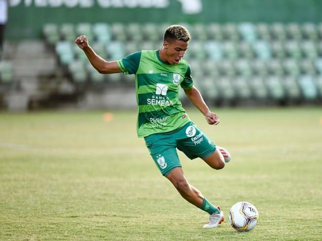 Em crescente no clube, atacante Carlos Alberto renova vínculo com o América até 2022