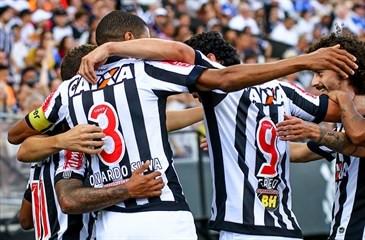 Lateral confirma salários atrasados no Atlético e brinca: 'Presidente terá que ligar para meus filho