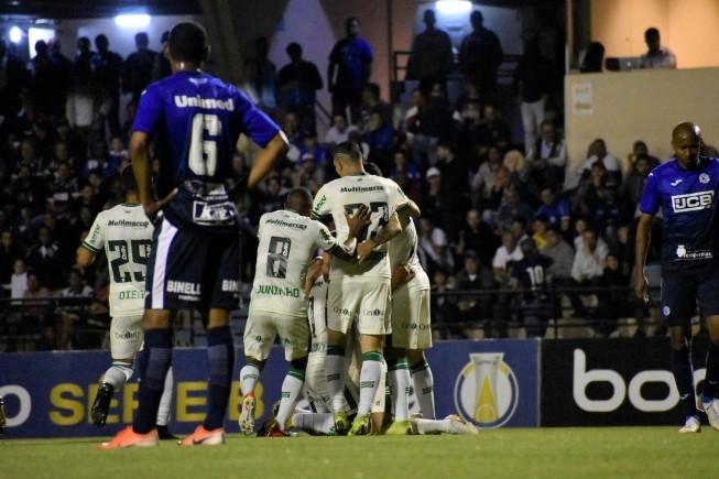 Coelho bate São Bento em Sorocaba e começa a ver mais próximo topo da tabela na Série B