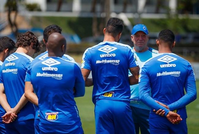 Cruzeiro encara o Botafogo no Engenhão em busca da vitória para deixar a zona da degola