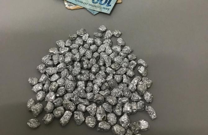 Adolescente é detida com mais de 130 pedras de crack dentro da bolsa em Pará de Minas
