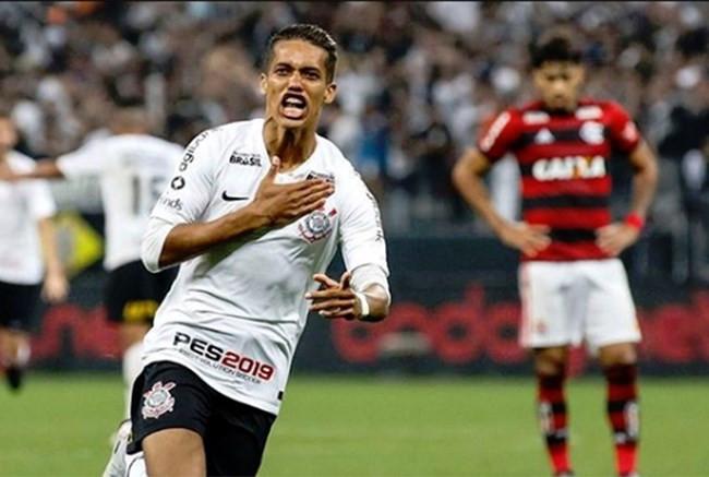 Na raça, Corinthians bate Flamengo e avança à final da Copa do Brasil