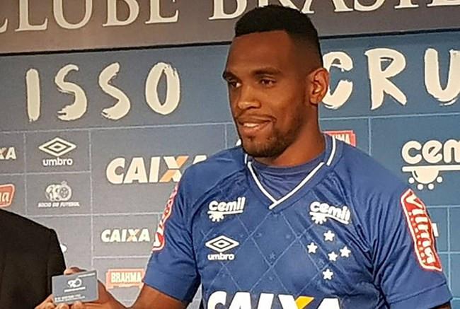 Cruzeiro acerta empréstimo do zagueiro Digão ao Fluminense até o fim deste ano