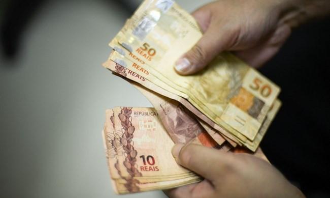Governo propõe salário mínimo de R$ 1.067 para 2021, sem reajuste acima da inflação