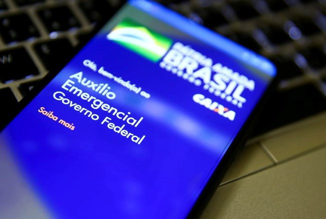 Ministro Paulo Guedes confirma que auxílio emergencial pode voltar para metade dos beneficiários