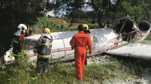 Avião de pequeno porte cai no Aeroporto da Pampulha, em BH, e deixa um morto