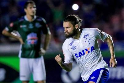 Com retorno de Rafael Sobis ao time, Cruzeiro volta a ter números melhores no ataque