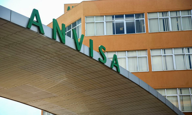 Anvisa se reúne domingo para definir autorização emergencial de vacina