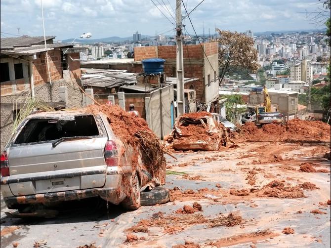 Corpo de desaparecido após chuva é localizado, e mortes sobem para 56 em MG