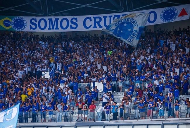 Por vandalismo no jogo contra o CSA, STJD pune Cruzeiro com partidas com portões fechados
