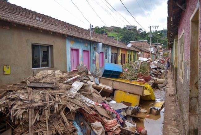 Sobe para 55 número de óbitos por causa das chuvas em Minas; desalojados são 44.929