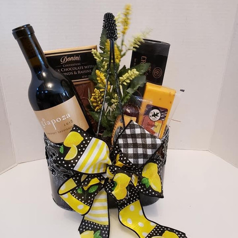 Double holder with wine and goodies