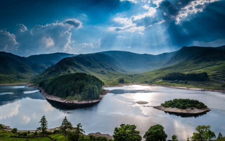 Lakes-travel-AP112901523-large