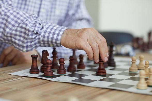 decisive-chess-move-4ZVTPM9.jpg