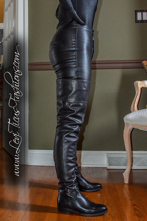 BLACK LEATHER 2.0 FLAT HIGH-RIZE BOOTS