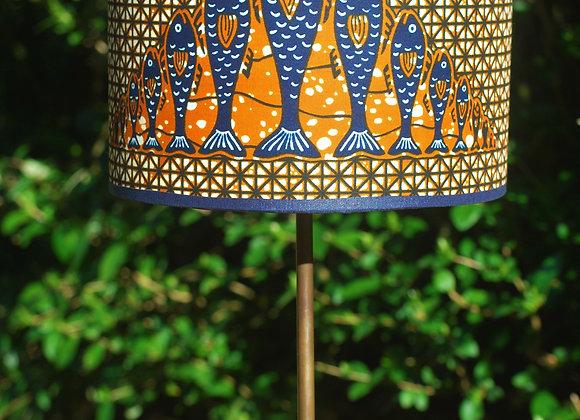 Lampe pied bois abat jour poissons orange bleu