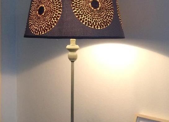 Lampe pied en bois abat jour gramophone bleu bordeau