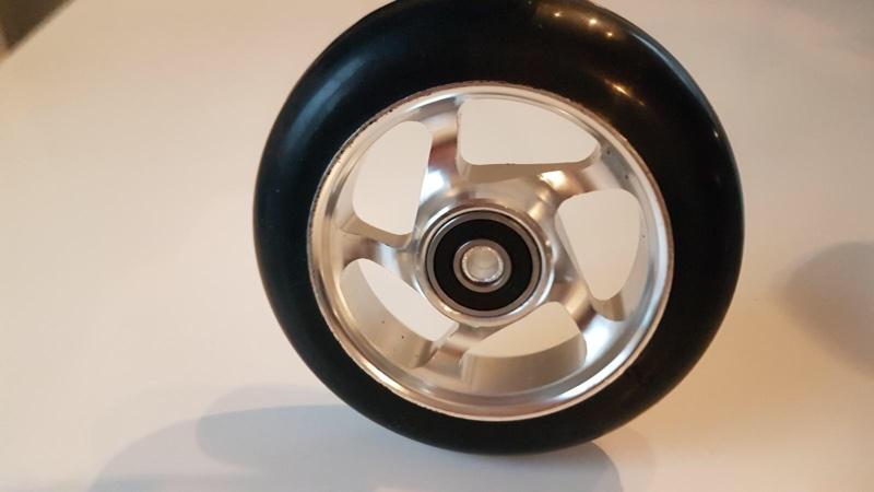 Singel silver skate hjul med banke felger og sort gummi til rulleski racing