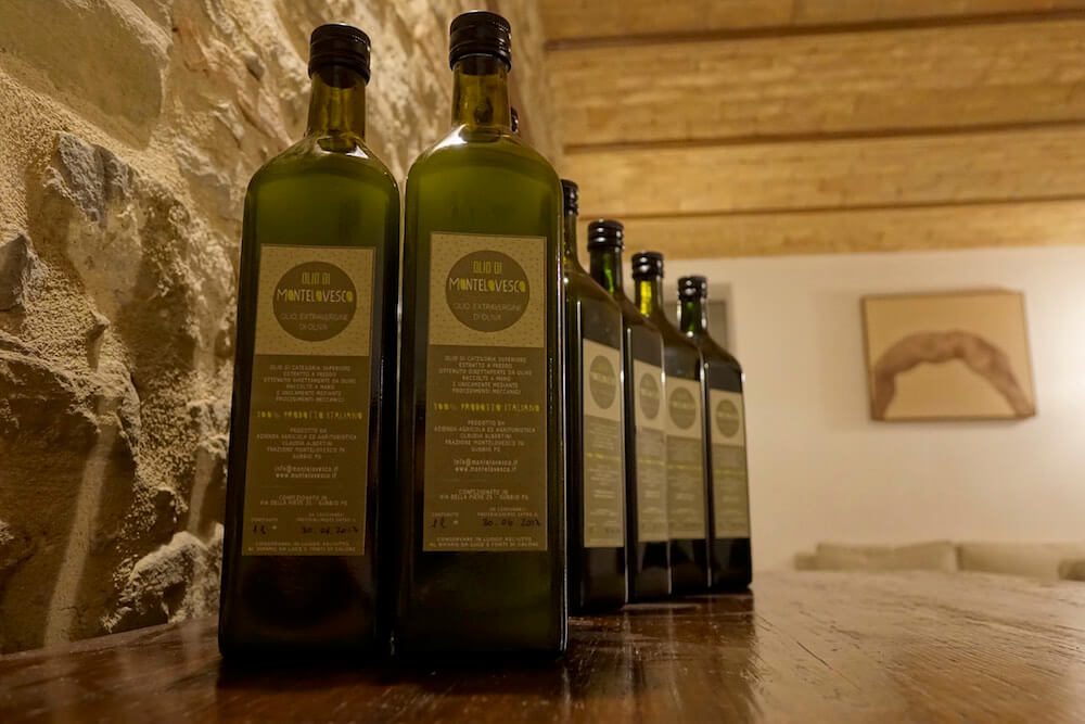olio-evo-Agriturismo-Montelovesco