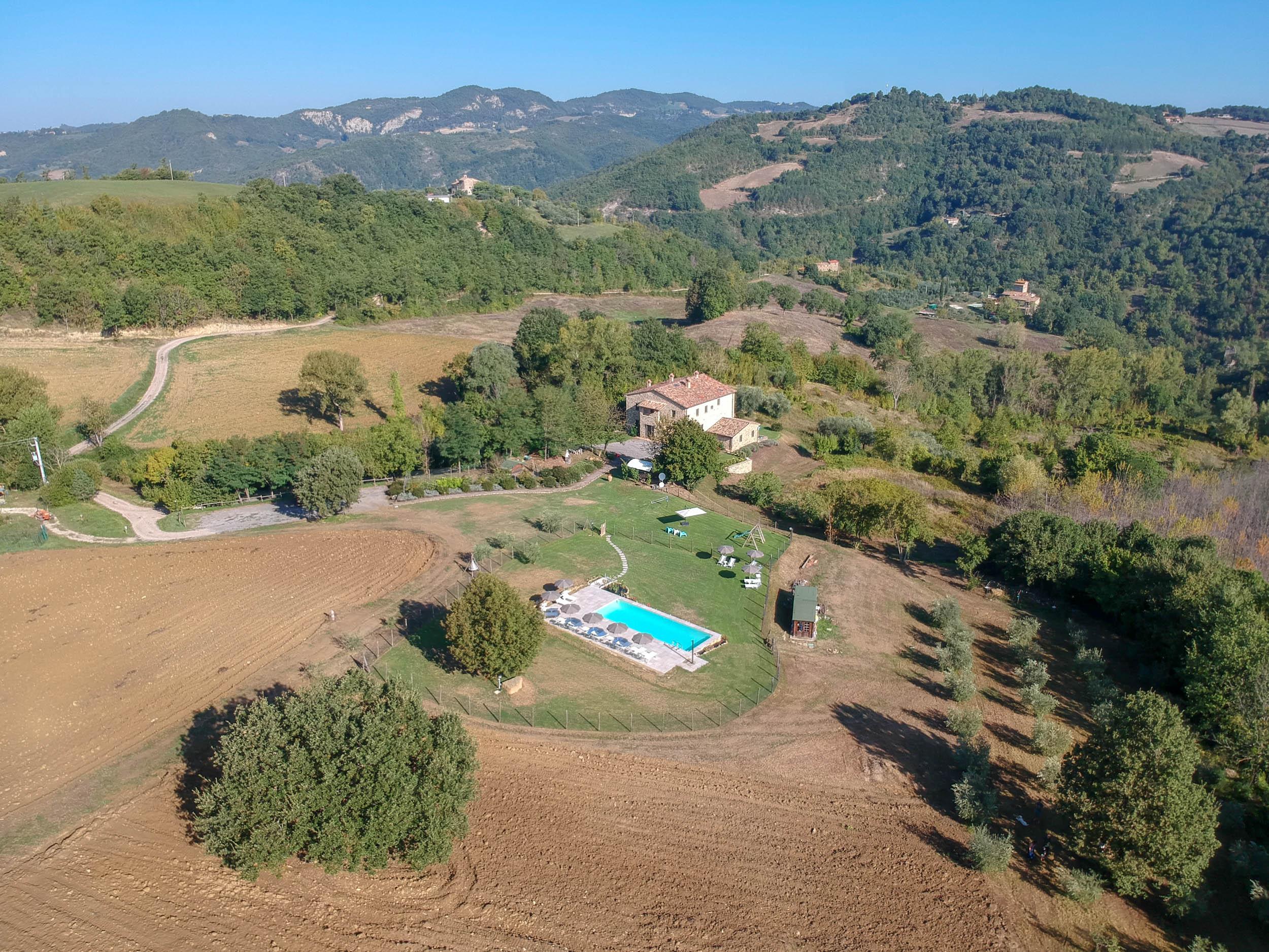 drone-view-Agriturismo-Montelovesco