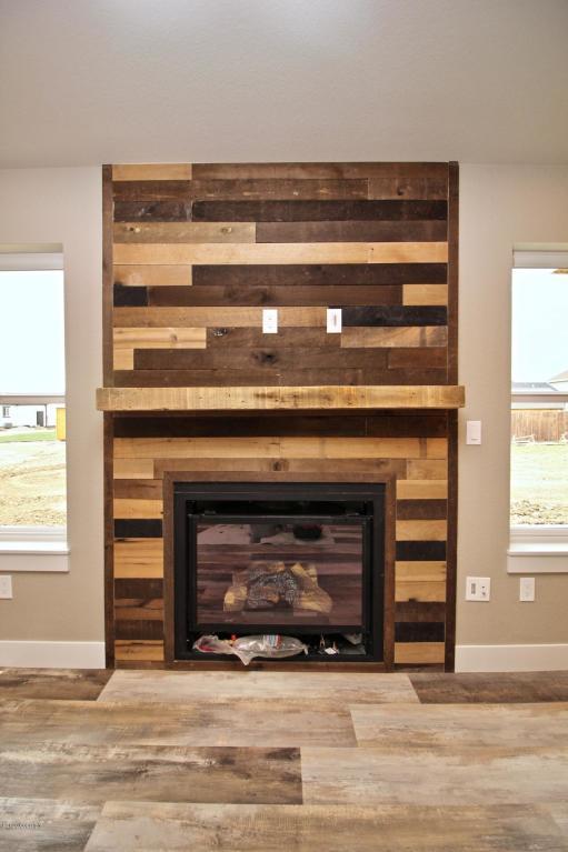 40 PS Fireplace.jpg