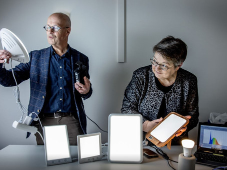 Board members Jan Denneman and Marijke Gordijn tested light therapy lamps