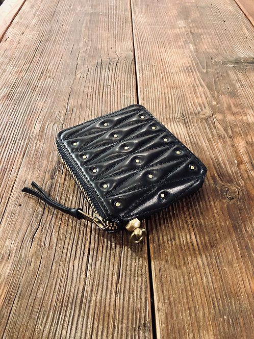 Round Zip Short Wallet Diamond Stitch Black With Studs